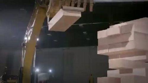 İş Makineleriyle Jenga Oynamak