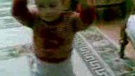 oyun havası oynayan bebek