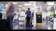 Mağaza ve arabada porno sesi açmak