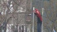 BDP yandaşları Türk bayrağını indirdi!