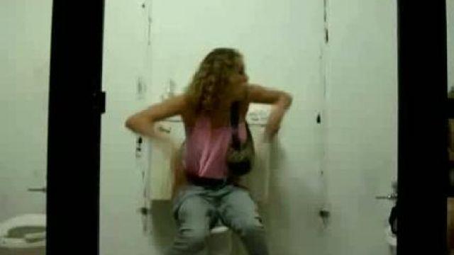 скрытая камера фото в туалете