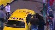Taksimde iki kadın taksiciyi dövdü
