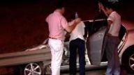 Otomobilin içine giren bariyer, bacağını parçaladı