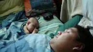 Bebiş Uyumaya Çalışıyor