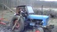 Traktör İle Bataklıktan Çıkmanın En Pratik Yolu
