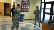 Kadın askerin unutulmayacak dövüş gösterisi