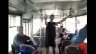 Otobüs camından aşağı düştü