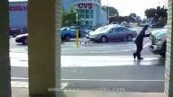 Araba önünde Michael jackson yürüyüşü