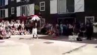 cılgın ıkılı halıkopter dansı:)