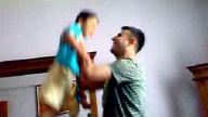 korkusundan hem ağlayan hemde gülen çocuk çook kom