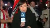 Bayan muhabire canlı yayında taciz!