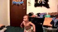 Bebeğin İlginç Dansı :))