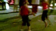 2 küçük kızdan kolbastı