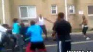 Kadınlı erkekli zencilerin sokak kavgası