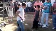 çocukların apaçi dans gösterisi