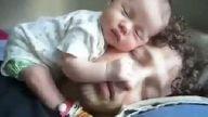 bu bebeğin orda ne iş var