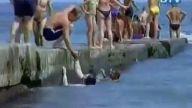 şişman kadın suya düşerse:D