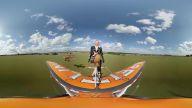 360 Derece Görüntülerle Uçak Üstünde Gösteri Yapan Akrobat