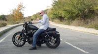 Motosiklet sürerken vücudun duruşu nasıl olmalıdır?