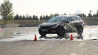 Islak yolda otomobil kaymaya başlarsa ne yapılmalıdır?