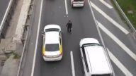 Trafiğin Ortasında Reklam Kartı Dağıtmak
