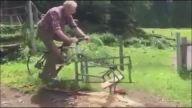 Testeresini Bisiklete Monte Eden Adamdan Pratik Odun Kesme Yöntemi