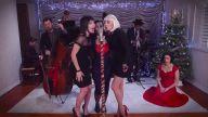 Şarkılara Vintage Havası Katarak Cover'layan Gruptan 'Last Christmas' Performansı