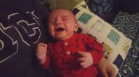 Star Wars İmparatorluk Marşını Duyduğu Zaman Ağlamayı Kesen Darth Bebek