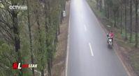 Dengesini Kaybedip Göğsüyle Arabaya Çarpan Şanssız Motorcu