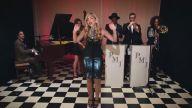 Şarkılara Vintage Havası Katarak Cover'layan Gruptan 'Same Old Love' Performansı