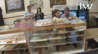 Ariana Grande'nin Donut Yalarken Kameraya Yakalanması