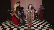 Şarkılara Vintage Havası Katarak Cover'layan Gruptan 'Time After Time' Performansı
