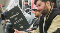 Metroda Müstehcen Kitap Okuma Deneyi