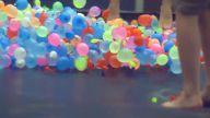 1500 Su Dolu Balon ve Trambolinle Eğlenceli Görüntüler