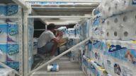 Yapı Marketin İçine Kendilerine Tuvalet Kağıtlarından Yaşam Alanı Yapan Çılgın Gençler