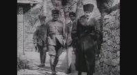 Hârika ve nadir görüntüler...Gazi Paşa Çankaya Köşkü'nden çıkıyor.