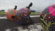 Cadılar Bayramı Kostümleriyle Skydiving Yapan İnsanlar