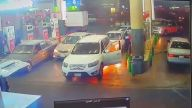 Benzinlikte Bi Anda Yanmaya Başlayan Jeep - Arabistan