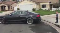 Audi İle Oğlunun Dişini Çeken Baba
