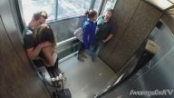 Bir Kız ve Bir Adam Asansörde Öpüşmeye Başlarsa