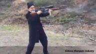 Nişancı Silahıyla Atış Yapan Dede ve Eşi