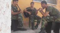 Azerbaycan askerlerinden güzel şarkı