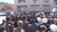 Sinan Oğan'ın konuşma yapacağı salon önünde arbede: 2 polis yaralı