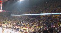 Fenerbahçe taraftarı Sinan Erdem'i İzmir Marşı ile inletti