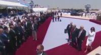 First Lady Melenia'dan elini tutmaya çalışan Trump'a sert tepki