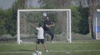 Ronaldo JR, Rio Ferdinand'a karşı