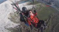 Yamaç paraşütü sırasında baygınlık geçiren Çinli turist kamerada