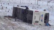Yolcu otobüsü şarampole devrildi: 38 yaralı