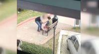 Vicdansız adam annesini tekme tokat dövdü, o anlar kameraya yansıdı!