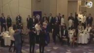 Adnan Oktar, Gecesinde Sahne Alan Muazzez Ersoy'a Sımsıkı Sarıldı